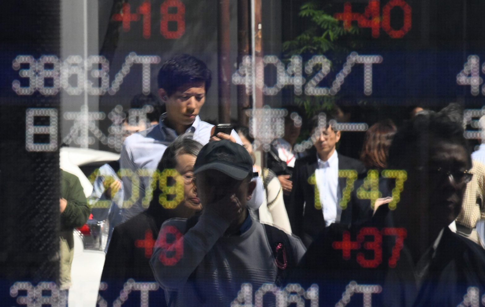 Asia stocks move higher amid US-China trade optimism, S&P 500 record high – CNBC