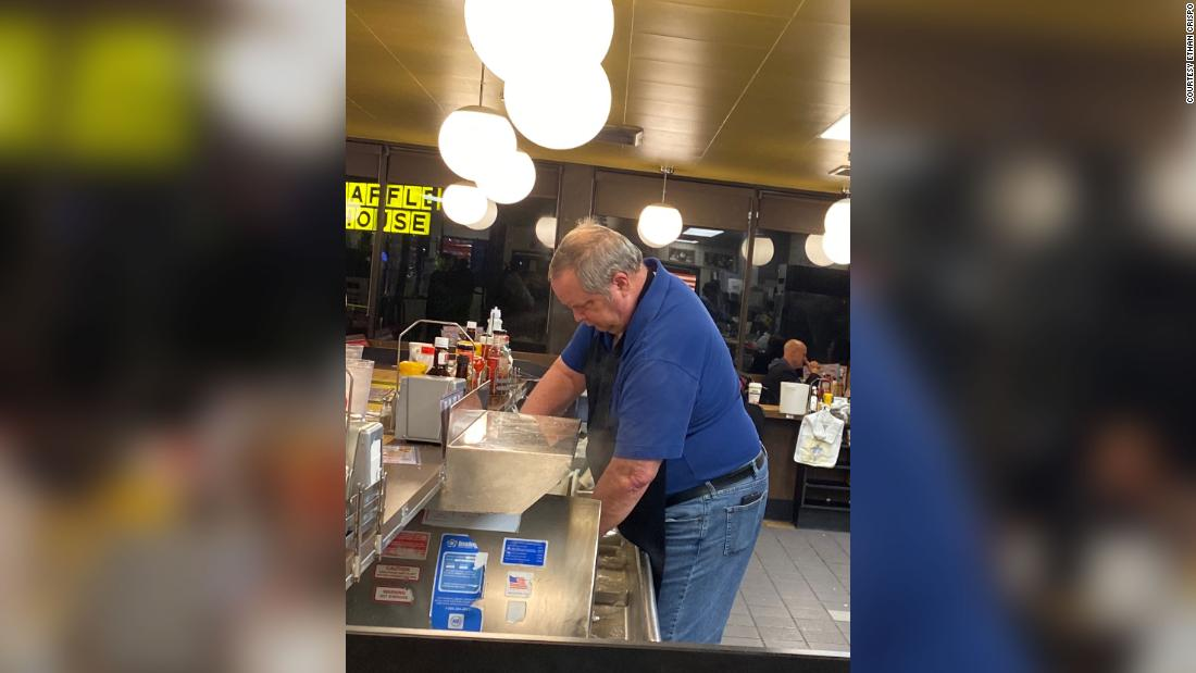 When a Waffle House was short on staff, customers jumped behind the counter to help out – CNN