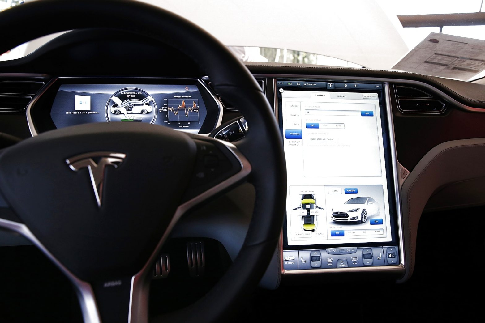 Tesla's plan to leave the auto industry behind on in-car infotainment – CNBC