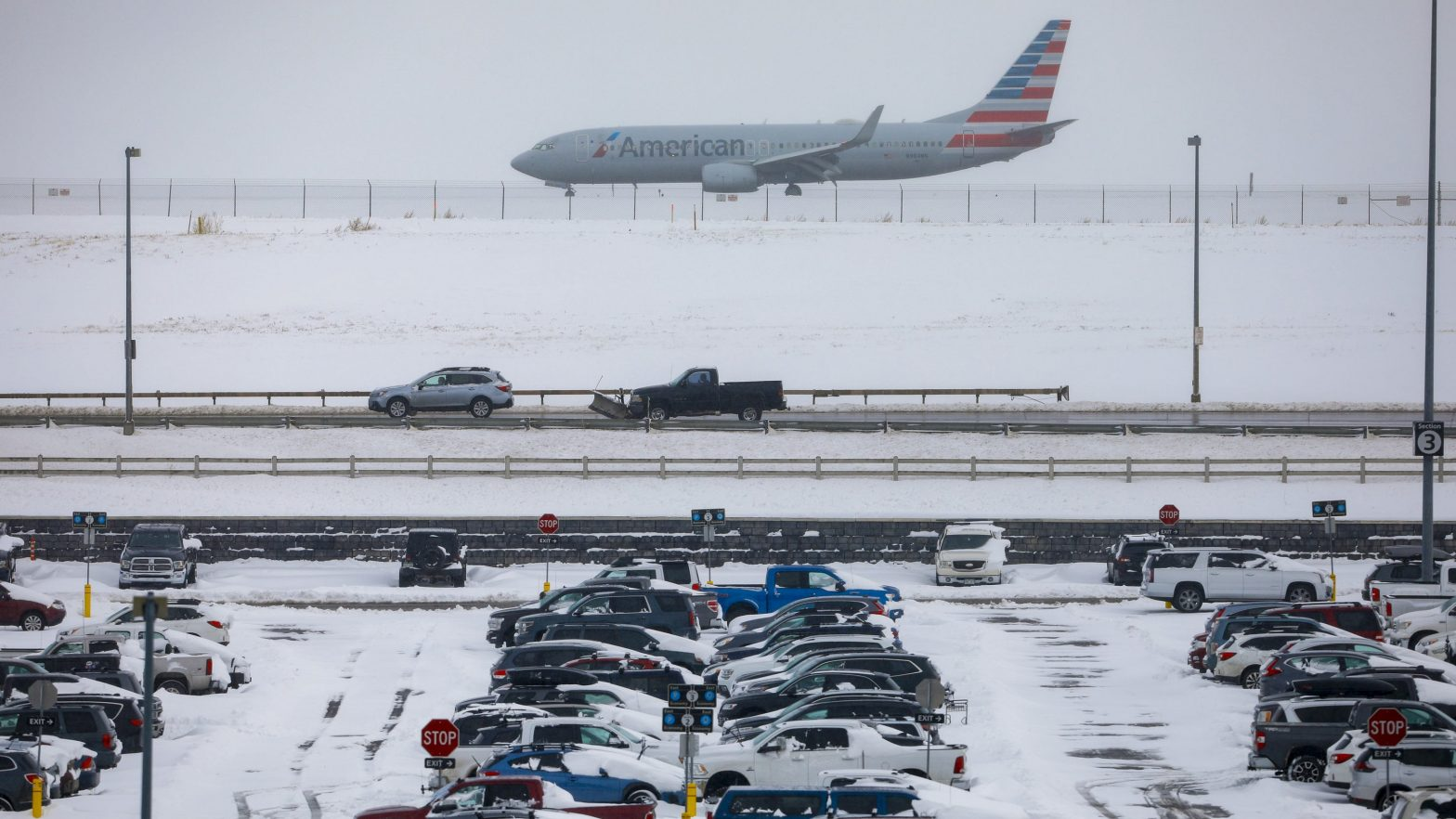Winter weather and holiday travel: JetBlue, American Airlines, Delta waiving flight change fees – USA TODAY