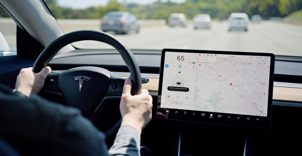 Tesla releases massive new update with text message reading, Autopilot, and more – Electrek