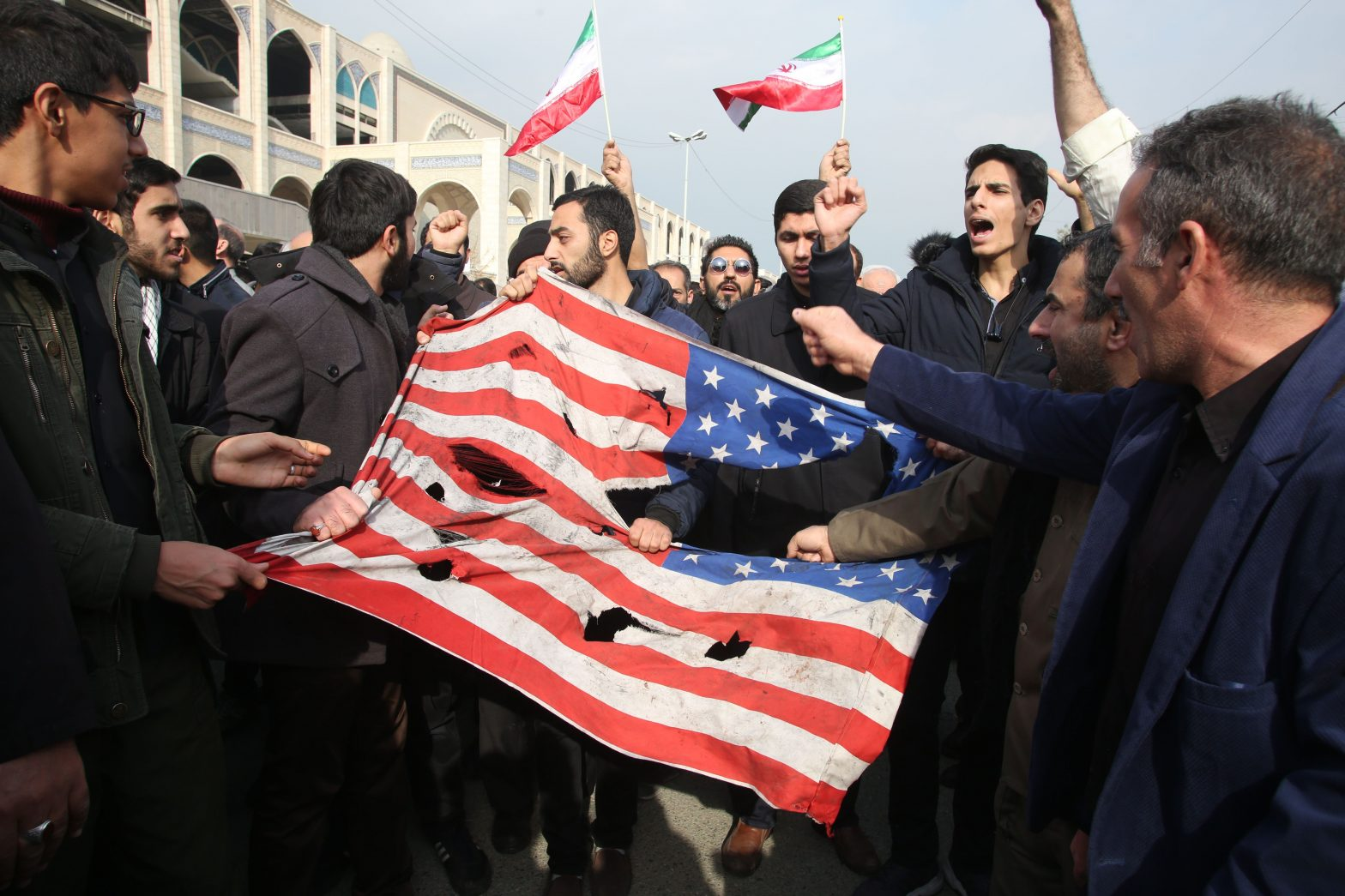 Stock Market Live Updates: Markets pinned in the red after Fed minutes: Iran still weighs – Yahoo Finance