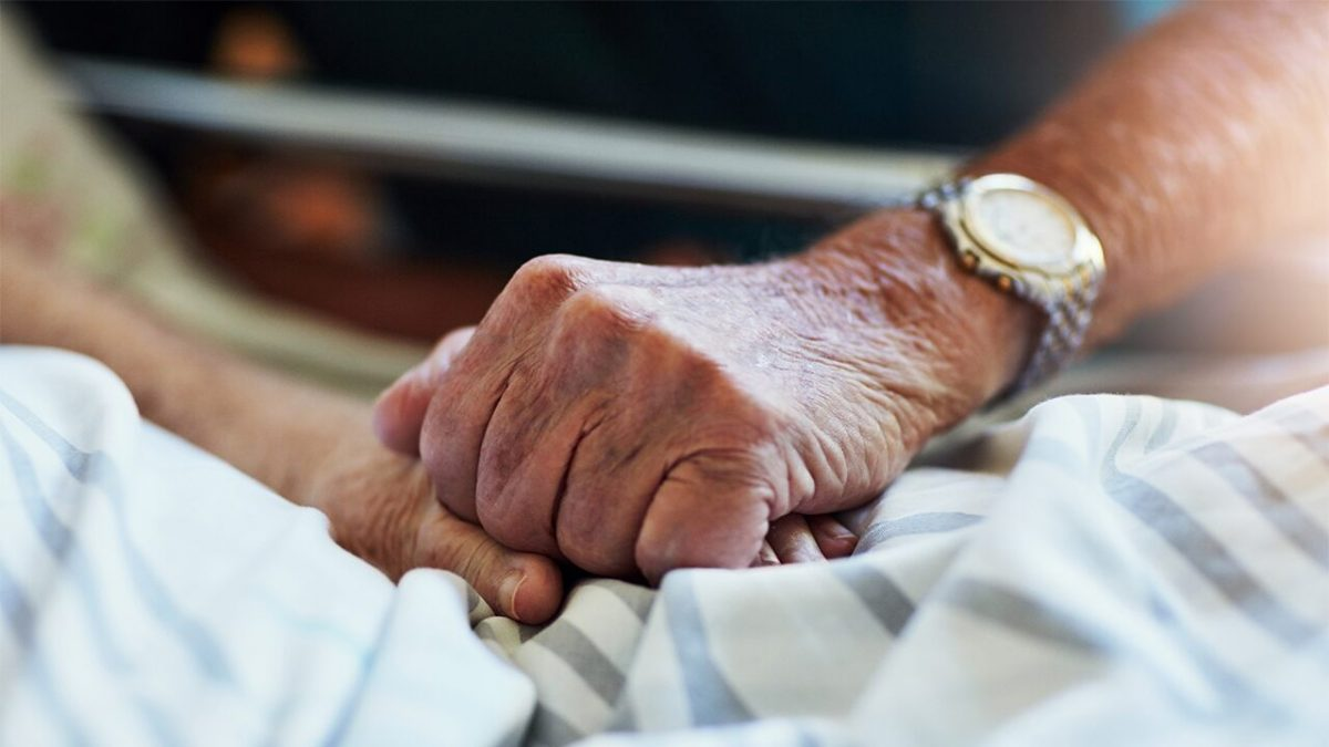 Florida man, 90, dons full PPE to say last goodbye to dying wife with dementia – Fox News