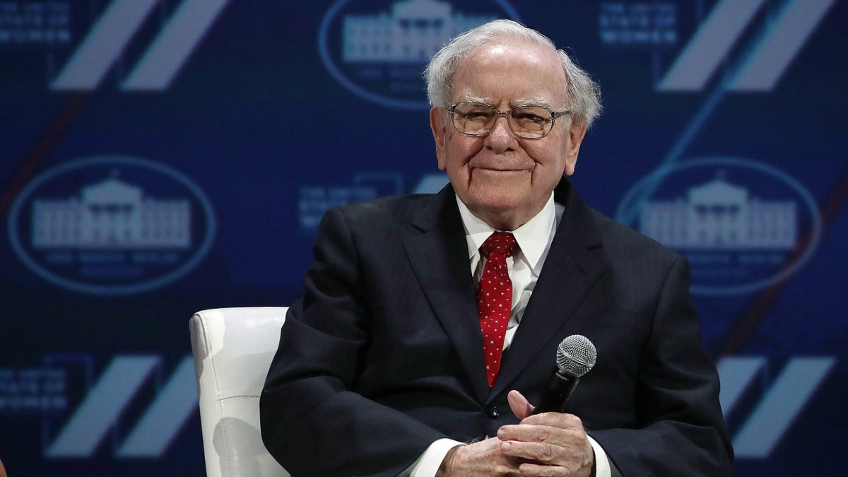 Warren Buffett is 'willing to look like an idiot in the short term,' according to 'Wall Street's biggest influencer' – MarketWatch